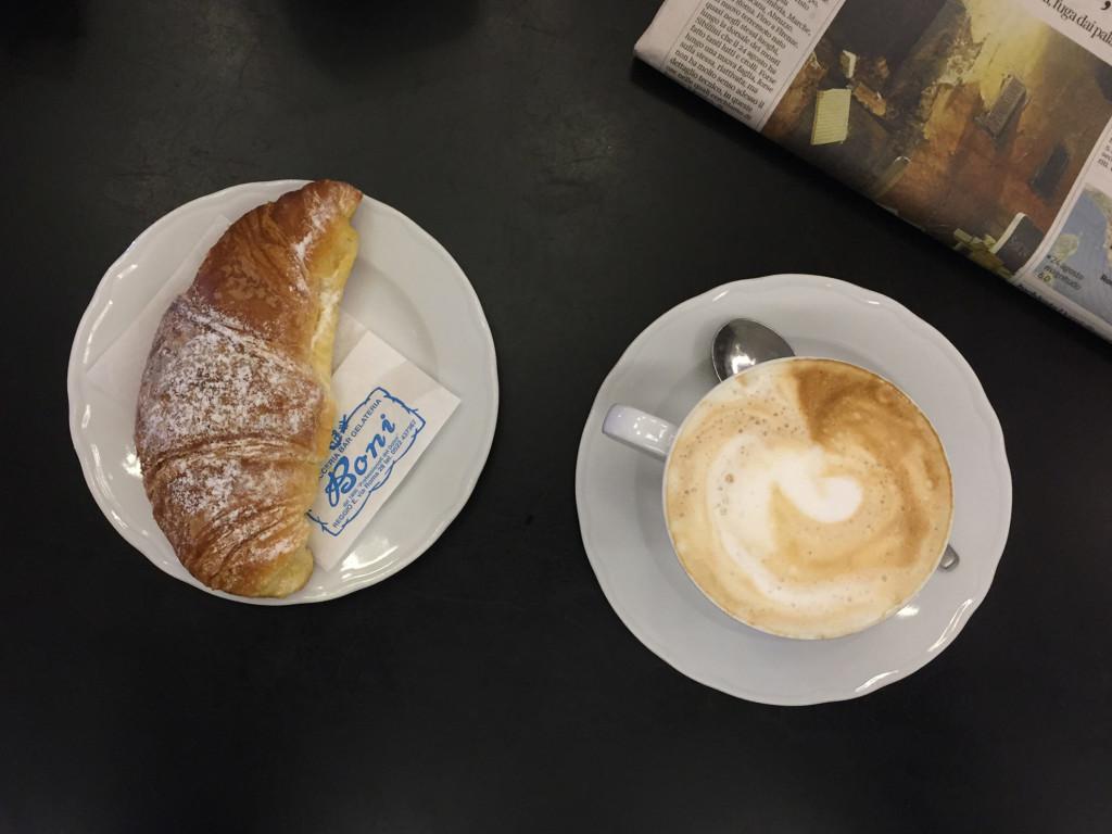 colazione-pasticceria-boni-cappuccino-croissant